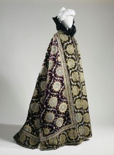 CapeCharles Fredrick Worth, 1890sMusée Galliera de la Mode de la...