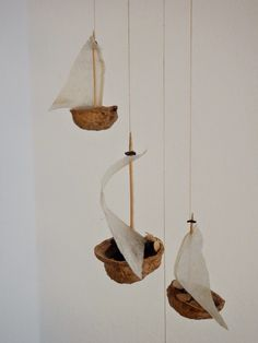 bikelovin: Upcycling of the Week: Nutshell Glider - Upcycled Crafts Upcycled Crafts, Upcycled Home Decor, Diy Home Decor, Diy And Crafts, Arts And Crafts, Diy For Kids, Crafts For Kids, Walnut Shell, Nature Crafts