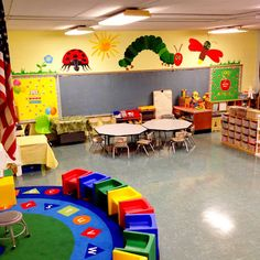 Beautiful Mess: Back to School Mural: Day 6 - Ready for Pre-School! Love all the Eric carle wall prints Preschool Classroom Layout, Preschool Rooms, Classroom Setting, Classroom Design, Classroom Themes, Classroom Door, Class Decoration, School Decorations, Hungry Caterpillar Classroom