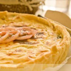 Receta de hojaldre de espinacas con queso de cabra: las espinacas llevan una crema de queso suave por encima. Muy rica y fácil.