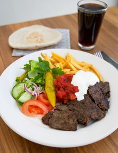 änk att få njuta av hemmagjord kebab utan massa konstigheter i, smaken är fantastisk. Jag ska vara lite fräck och säga att det smakar mycket godare än Food For The Gods, Zeina, Kebab, Desert Recipes, Lchf, Parfait, Steak, Beverages, Drinks