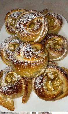 Ωραία μηλοπιτάκια μπουκίτσες που φτιάχνονται πανεύκολα Doughnut, Muffins, Cooking Recipes, Pasta, Sweets, Candy, Snacks, Desserts, Food