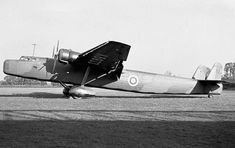 Photographs of the Handley Page Harrow bomber transport aircraft of the Royal Air Force during World War Ww2 Aircraft, Aircraft Carrier, Military Aircraft, Aircraft Painting, Experimental Aircraft, Commercial Aircraft, Aircraft Design, Royal Air Force, Vintage Design