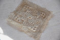 As I told you in yesterday's post, I didn't buy much at Sunday's antiques fair. I came home with lace though. Really gorgeous lace. Antique Fairs, I Coming Home, French, Rugs, Antiques, Lace, Stuff To Buy, Home Decor, Farmhouse Rugs