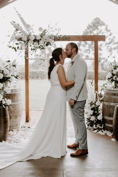 Rachel loves Chris | White Wedding in the Hinterland - The Bride's Tree Wedding Trends, Wedding Styles, Wedding Venues, Friend Wedding, Wedding Day, 20 Weeks Pregnant, Marriage Celebrant, We Get Married, Bridesmaid Dress Colors