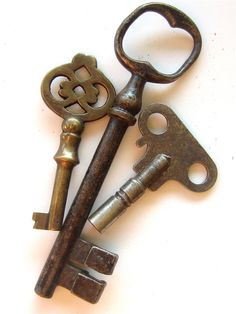 Trio of vintage Skeleton keys by TheBlindPeacock on Etsy, $24.50