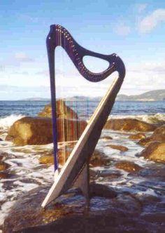 """""""Metatron"""" 36-string harp"""