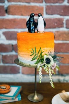 literary love inspired wedding cake - photo by Ilene Squires Photography