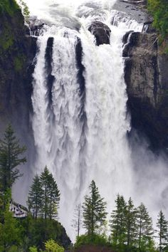 Observation Deck, Snoqualmie Falls,Snoqualmie, Washington by Long Bach Nguyen