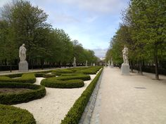 Retiro Park Path of Statues of Past kings and queens ...