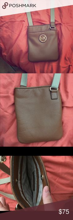 Michael Kors crossbody bag Cross body bag, great condition, worn a few times. Perfect size ❌no trades! Michael Kors Bags Crossbody Bags