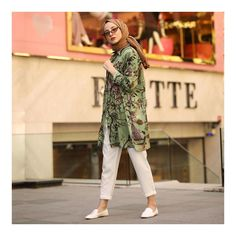 L'image contient peut-être : 1 personne, debout et chaussures Modern Hijab Fashion, Street Hijab Fashion, Abaya Fashion, Modest Fashion, Fashion Dresses, Hijab Chic, Casual Hijab Outfit, Hijab Styles, Muslim Girls