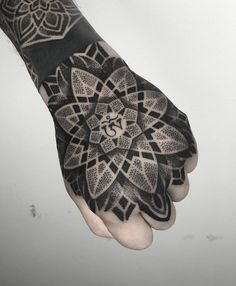 Mendala Tattoo, Fist Tattoo, Hand Tattoos For Guys, Hand Tats, Psychedelic Tattoos, Body Is A Temple, Skin Art, Blackwork, Sleeve Tattoos