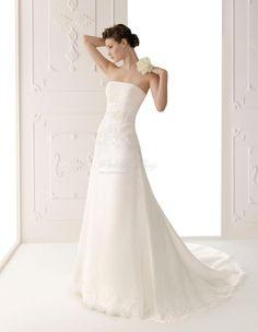 Simple elegant wedding dress
