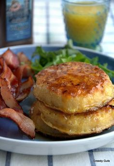 Jamie Oliver's Eggy Breakfast Crumpets - food - Crumpets are a delicious way to start a morning. We always used to have crumpets in my house when I - Breakfast Crumpets, Breakfast Dishes, Breakfast Time, Breakfast Recipes, Breakfast Ideas, Greedy Guts, Brunch Recipes, Yummy Food, Healthy Food