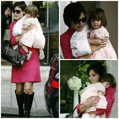 Actress - atriz - actriz - hair - cabelo - pelo - dark - escuro - oscuro - black - preto - negro - eye - olho - ojo - blue - azul - beautiful - bonita - hermoso - moda - look - style - estilo - inspiration - inspiração - inspiración - fashion - chic - elegante - elegant - pink - rosa - dress - princess - princesa - baby - bebê - daughter - filha - hija - mother - mãe - madre - mom - mamãe - mamá - happy family - família feliz - August - agosto - 2007 - Paris - France - Katie Holmes - Suri…