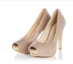Für echte Fashionistas: Reptilprägung und Metalliceffekte sorgen für zusätzliche Highlights an diesen Highheels aus beigefarbenem Leder. #Pumps #Highheels #Schuhe #Geschenkefinder #Modeliebhaber #Impressionenversand