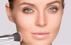 Gesicht konturieren mit Puder: Verblenden