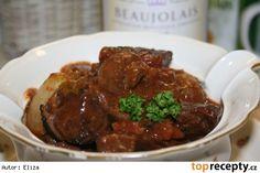 Hovězí po burgundsku  - Boeuf Bourguignonne podle Julii Child Meat, Ethnic Recipes, Food, Gratin, Beef Bourguignon, Cooking, Essen, Meals, Yemek