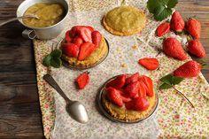 Tartelette aux fraises et compotée de rhubarbe / Strawberry and rhubarb tart