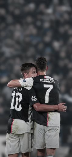 Juventus Soccer, Juventus Players, Cristiano Ronaldo Juventus, Juventus Fc, Football Images, Football Love, Best Football Players, Soccer Players, Juventus Wallpapers