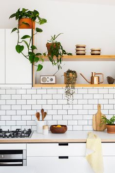 Quick Tips Get Your Kitchen Organized For 2017 via Simply Grove
