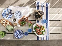 Summer is why we love alfresco dining and here's all the crockery you need to style your food alfresco-style! Quick Garden, Dinner Party Table, Al Fresco Dining, Tropical Decor, Beautiful Gardens, Outdoor Gardens, Picnic, Table Decorations, House Styles
