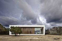 Built by Marià Castelló Martínez in Formentera, Spain with date Images by Estudi Epdse. Place Es Pujol de s'Era is a fairly representative fragment of the inland landscape of the island of Formentera. Residential Architecture, Interior Architecture, Interior And Exterior, Cubist Architecture, Interior Design, Dry Stone, Minimal Home, Minimalist Architecture, Facade