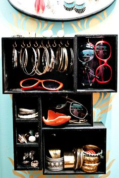 Easy and cheap DIY vertical jewelry boxes! So fun!