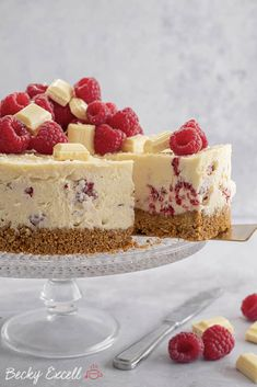 My Gluten Free White Chocolate and Raspberry Cheesecake Recipe (No-Bake) Rolo Cheesecake, Raspberry Cheesecake, Cheesecake Recipes, No Cook Desserts, Delicious Desserts, Dessert Recipes, Cheesecake Decoration, Chocolate Chip Recipes, Chocolate Chips