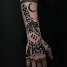 Tattoo For Guys Traditional Hand 61 Ideas – tattoo. – Tattoo For Guys Traditional Hand 61 Ideas – tattoo. Dagger Tattoo, Arm Tattoo, Body Art Tattoos, Print Tattoos, Hand Tattoos, Girl Tattoos, Sleeve Tattoos, Tattoos For Guys, Tattoo Guys