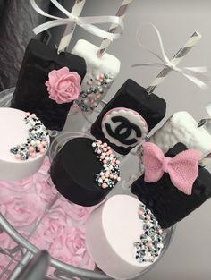 paleo mug cake Chocolate Covered Treats, Chocolate Covered Strawberries, Chocolate Dipped, Chanel Birthday Party, Chanel Party, Rice Krispies, Oreo Treats, Oreo Cookies, Cupcakes
