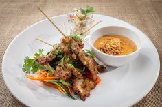 Pork satay with a small sweet salad served with our house peanut sauce! 💛 What better way to start into this weekend? Pork Satay, Asian Recipes, Ethnic Recipes, Peanut Sauce, Bucharest, Japchae, Southeast Asia, Romania, Salad