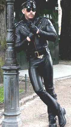 Mens Leather Pants, Biker Leather, Leather Gloves, Leder Outfits, Lederhosen, Latex, Sexy Men, Hot Guys, Menswear