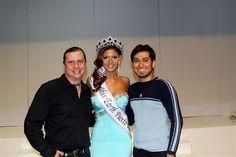 Con Agnes Benitez, Miss Earth Puerto Rico 2011, en su coronación.