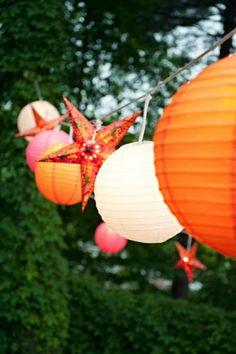 Los Farolillos de papel como decoración crean belleza y alegría.