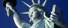 La Statua della Libertà è stata chiusa l'anno scorso per lavori di ristrutturazione.    Nel mese di ottobre 2012, la Statua della Libertà festeggierà i suoi 126 anni di esistenza e aprirà una nuova pagina della sua storia.    L'interno del monumento è stata, infatti, chiuso al pubblico per lavori di ristrutturazione.
