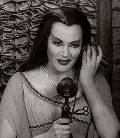 What ever happened to….: Lily Munster from The Munsters played by Yvonne De Carlo The Munsters Cast, Munsters Tv Show, Cult Movies, Horror Movies, Films, Los Addams, Vintage Witch Photos, Munster Family, Herman Munster