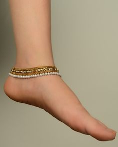 Gold and pearl payal- anklets Indian Accessories, Jewelry Accessories, Fashion Accessories, Jewelry Design, India Jewelry, Ethnic Jewelry, Antique Jewelry, Anklet Designs, Traditional Indian Jewellery