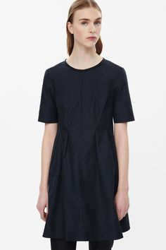 With an exposed back-zip, this short dress is made from a cotton-mix with a subtle rib texture. An A-line shape, it has darted pleats at the waist, short sleeves and a raw-cut round neckline.