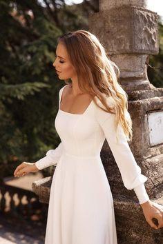 Modest Wedding Dresses With Sleeves, Wedding Dresses Photos, Dream Wedding Dresses, Modest Dresses, White Dress With Sleeves, Informal Wedding Dresses, Wedding Robe, Crepe Wedding Dress, Wedding Gowns