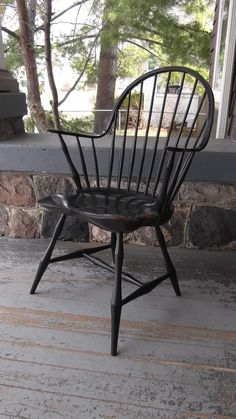 Continous Arm Windsor Chair With Bamboo Turnings Colonial Chair, Colonial Furniture, Country Furniture, Primitive Dining Rooms, Primitive Furniture, Antique Furniture, Black Kitchen Chairs, Woodworking Desk, Vintage Chairs