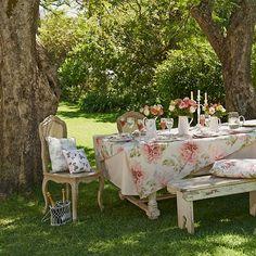 Na Primavera Lugar De Refeições É No Quintal!por Depósito Santa Mariah