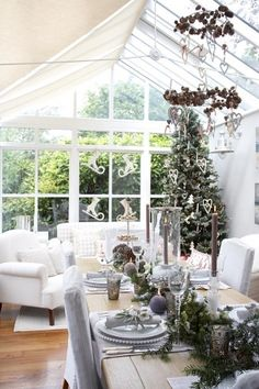 looking beyond the Christmas decorations....this is an amazing room.