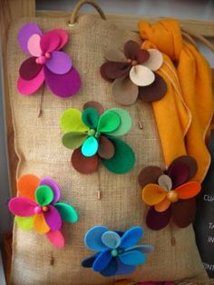 agujas de fieltro agujas de fieltro fieltro,bolitas,aguja cortado a mano,cosido Supernatural Style Felt Flowers, Diy Flowers, Fabric Flowers, Diy Arts And Crafts, Felt Crafts, Creation Couture, Felt Brooch, Diy Hair Accessories, Fabric Ribbon