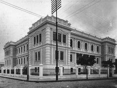 Escola Normal de Curitiba, década de 1920. Atual Instituto de Educação do Paraná.
