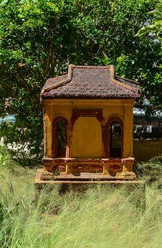 En güzel dekorasyon paylaşımları için Kadinika.com #kadinika #dekorasyon #decoration #woman #women Small temple in southern Vietnam