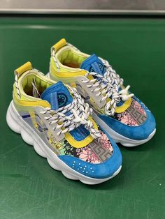 Italian luxury jewelry Versace / Versace 18 autumn and winter new men and women fashion trend thick bottom low to help casual sports shoes yards Versace Sneakers, Versace Shoes, Camry Se, Versace Versace, Swag Outfits, Sport Wear, Sports Shoes, Luxury Jewelry, Shoe Brands