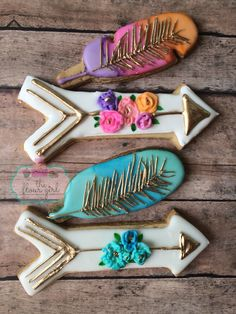 Watercolor #feather and #arrow #cookies using rolkem gold
