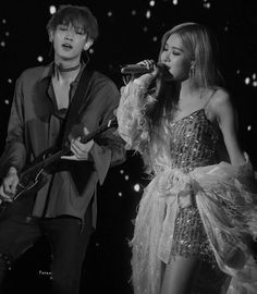 Rosé and Chanyeol performing. Kai Exo, Park Chanyeol, Kim Jongin, Kyungsoo, Kpop Couples, Rose Park, Idol, Give It To Me, Photos